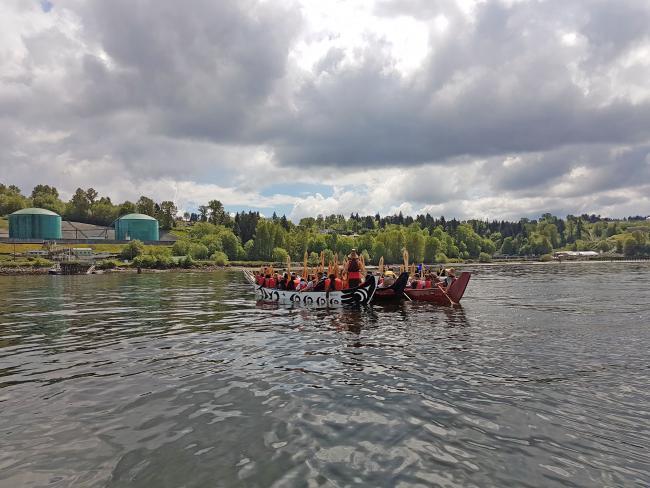 'Raise a Paddle' water ceremony near TMX Westridge terminal, 2017 (E.Kung)