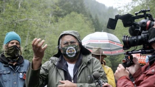 Pacheedaht Elder Bill Jones speaking out at the Caycuse blockade (Photo by Michael Lo)