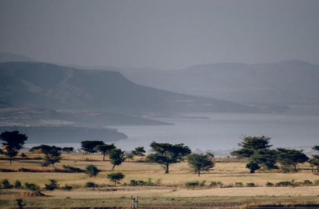 View of deforestation around Lake Lagano in Ethiopia. Migration, agricultural expansion and charcoal production have cleared the forests in this area. CIFOR/Ollivier Girard