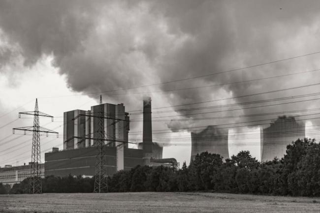 Main image: Coal power plant Credit: x1klima (CC BY-ND 2.0)