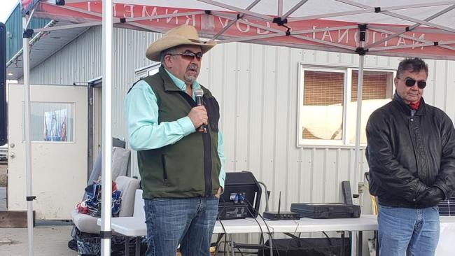 Chief Joe Alphonse (l) at the grand opening ceremony (Image Credit: Tŝilhqot'in Nation)