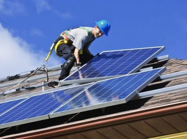 Installing solar panels - Greens MPs/Flickr