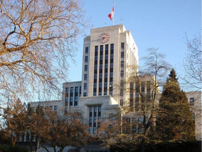 Vancouver city councillors have voted to join cities such as Los Angeles and London in declaring a climate emergency.	PNG