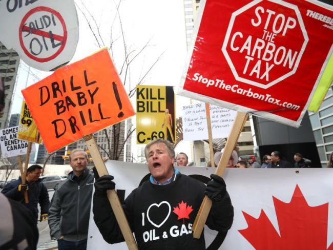 Demonstrators support the Transcanada Coastal GasLink pipeline in downtown Calgary in early January.Darren Makowichuk/Postmedia