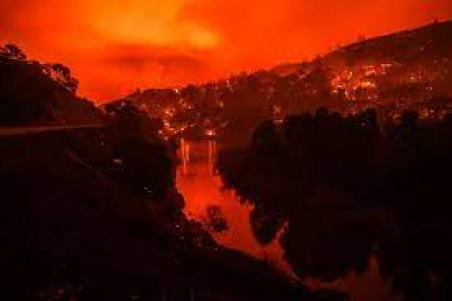 Fire scene -  Photographer: Philip Pacheco/Bloomberg