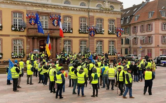 Gilets Jaune (Yellow Vest) Movement demonstration in Belfort, France, December 29, 2018. Photo Credit: Thomas Bresson, CC BY 4.0