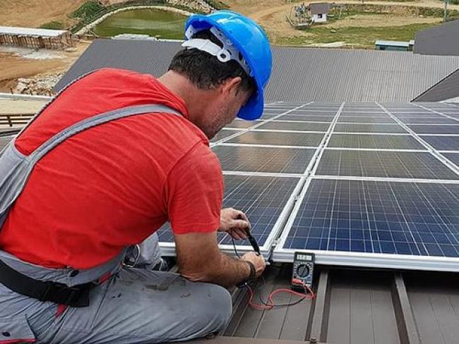 Working on solar panels - /Pikist