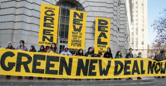 Demostrators with the youth-led Sunrise Movement gather in San Francisco to call on House Democratic Leader Nancy Pelosi to support the formation of a select committee to advance a Green New Deal. (Photo:Peg Hunter/flickr/cc)