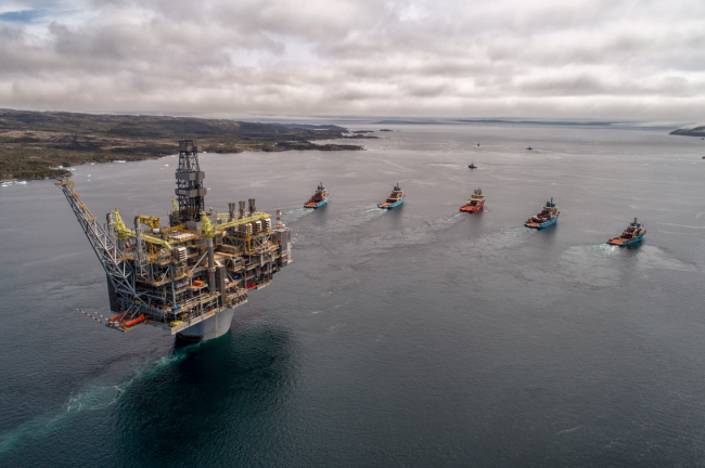 Oil and gas industry groups and climate advocacy organizations in Canada are squaring off to shape the federal government's just transition strategy. Photo via Hebron