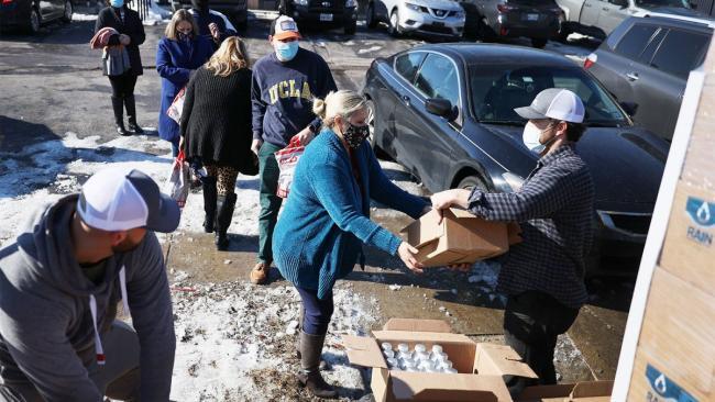 Mutual aid - Joe Raedle / Getty Images