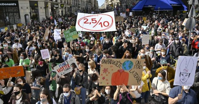 Thousands of people attend a rally for sustainable climate law in Paris, France on March 28,2021. (Photo: Julien Mattia/Anadolu Agency via Getty Images)