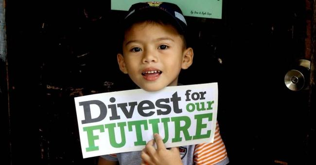 A child takes part in a Global Divestment Mobilisation (GDM) action in Davao, Philippines. (Photo: 350.org/Flickr/cc)