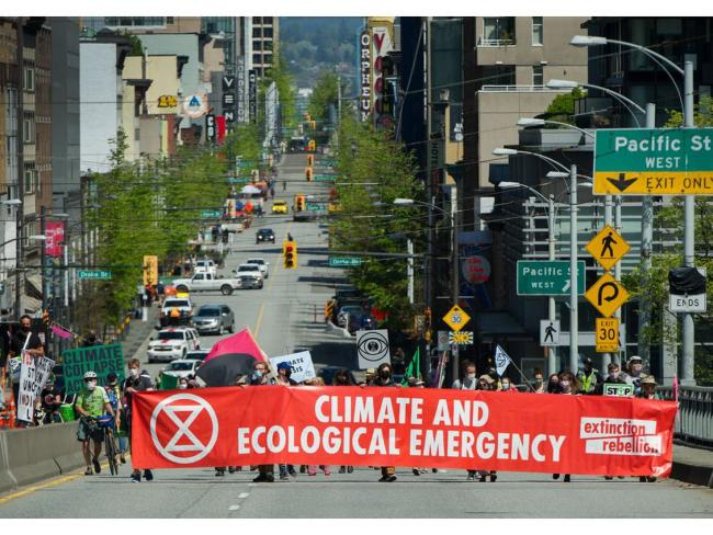 Extinction Rebellion, a global environmental movement, occupies the Granville Bridge in Vancouver, BC, May 2, 2021. PHOTO BY ARLEN REDEKOP /PNG