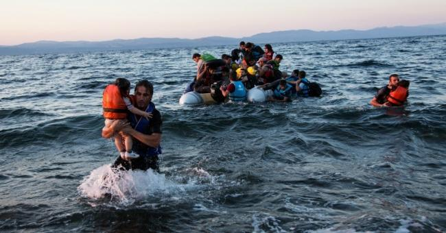 A group of Syrian refugees arrives on the island of Lesbos after traveling in an inflatable raft from Turkey near Skala Sikaminias, Greece on July 15, 2015. (Photo: UNHCR/Andrew McConnell)