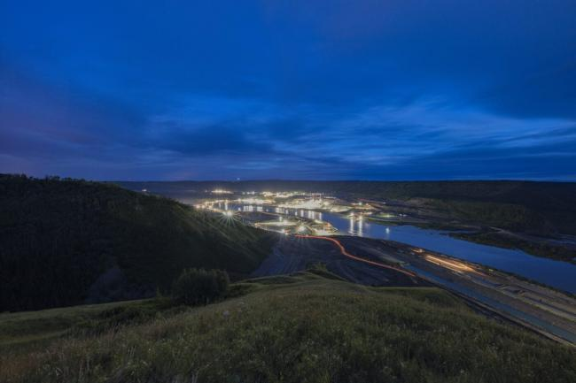 Documents obtained by The Narwhal show BC Hydro awarded $171 million in no-bid contracts for work on the Site C dam over an eight-month period. Photo: Byron Dueck