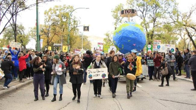 Hundreds of thousands of young people took to the streets across Canada on Friday, September 27th, as part of a global climate strike. (Rachel Bergen/CBC)