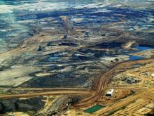 Tar Sands - Two reports released Wednesday reveal Canada is lagging far behind its climate goals, with both studies making clear the only option left is reducing the production of fossil fuels. Photo by Howl Arts Collective / Flickr (CC BY 2.0)