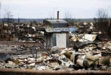 The burnt remains of a barbecue are pictured in the Beacon Hill neighbourhood of Fort McMurray, Alberta, Canada, May 9, 2016 after wildfires forced the evacuation of the town.  REUTERS/Chris Wattie