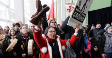Pipeline protesters block Trudeau speech with drums, chants
