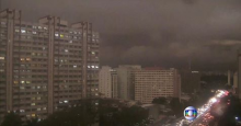 Darkness in Sao Paolo in middle of the afternoon. REUTERS-Barnes, Angela