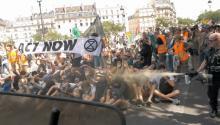Paris tear-gasing - Source: Dernieres de Cordée.