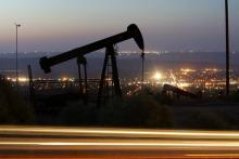 An oil rig extracts crude on July 21, 2008 near Taft, California, in Kern County. (David McNew/Getty Images))