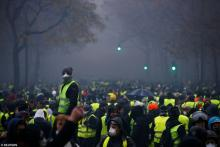 yellow vest riot Paris